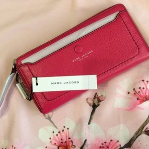 🆕 🎀 MARC JACOBS pink leather large zip wallet🎀